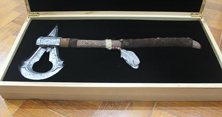 Assassin's Creed (Multi) 2007 Replica-UbiArts-ConnorsTomahawk(gift)-02